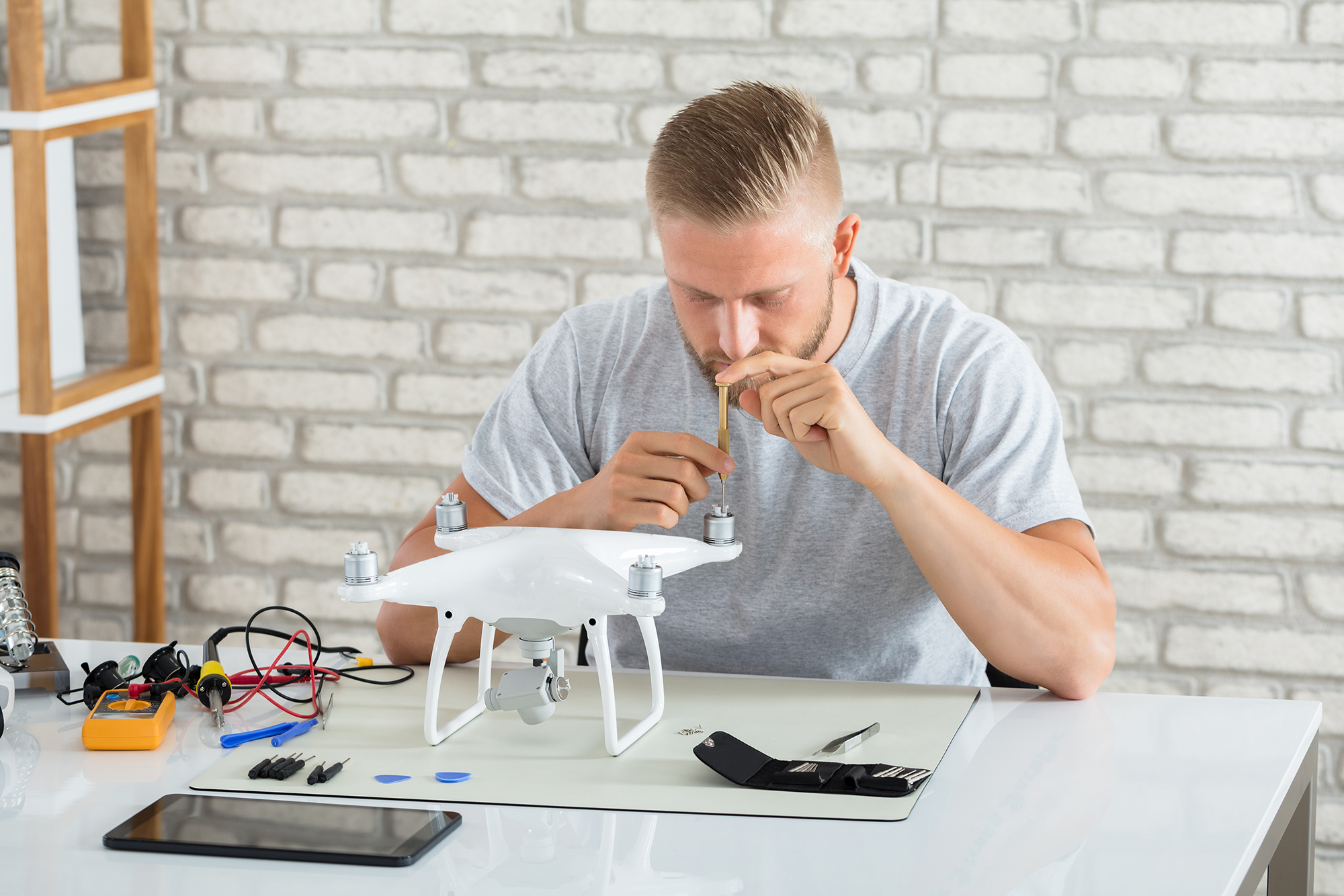 Clean-your-drone-and-accessories